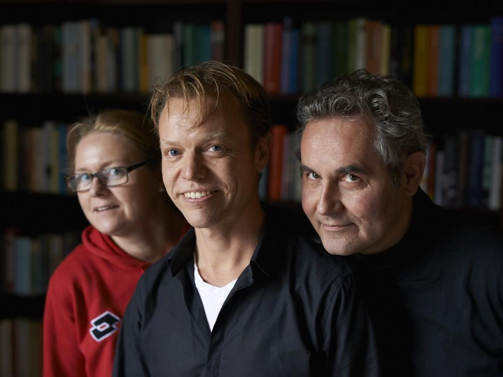 Het team van Boek2 Antiquariaat. V.l.n.r.: Melia Goessens, eigenaar Ardi Seij en Hans Ebbink.